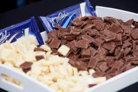 Рабочий на шоколадную фабрику Lotte Wedel (Польша)